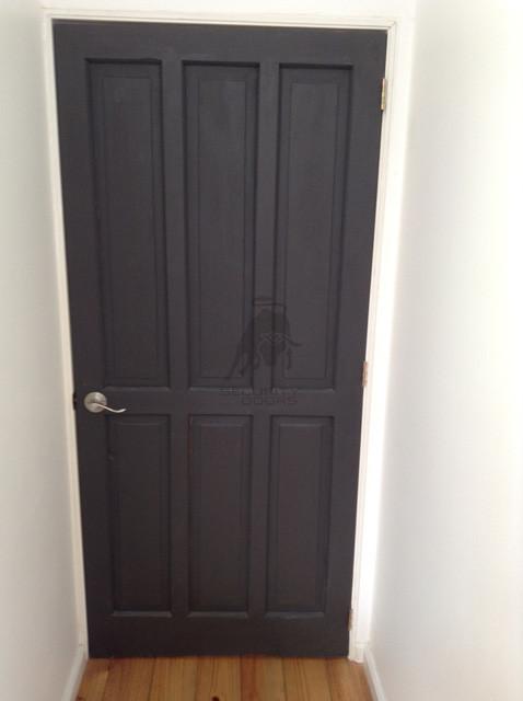 Puerta terminación pintada