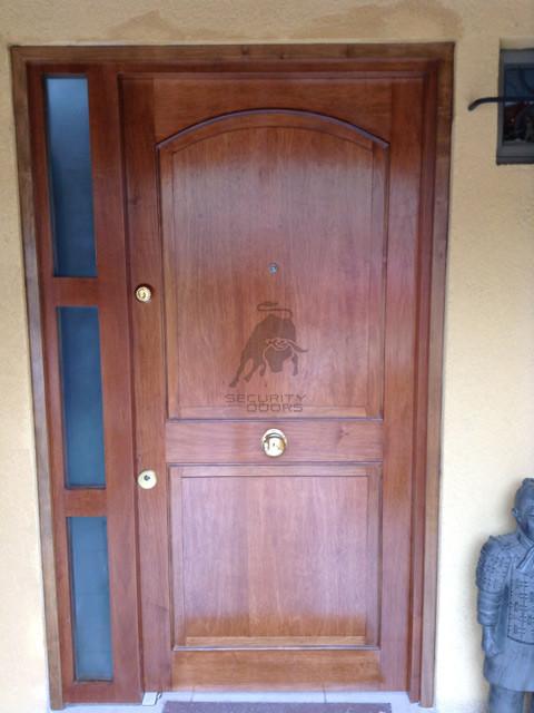 Puerta Terminación Enchapada Barnizada